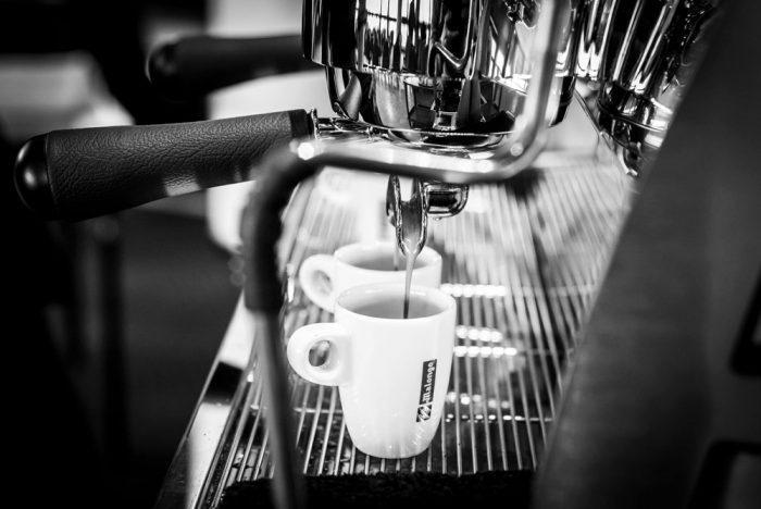 кофемашина и чашка малонго